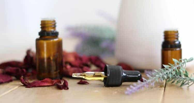 How to Use Essential Oils Safely and Effectively | Quick Usage Guide